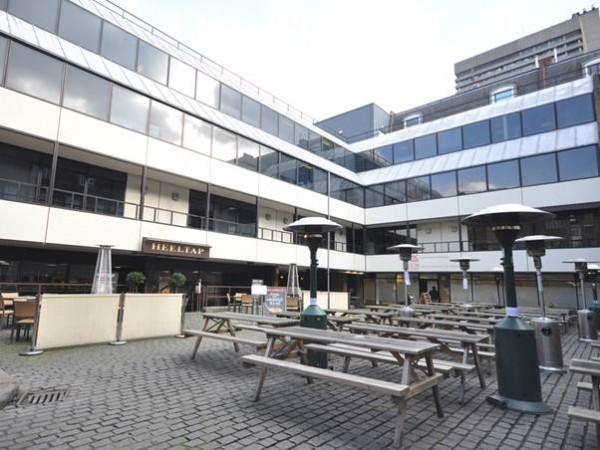 khuôn viên trường London School of Commerce