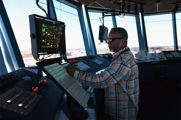 jobs-2015-03-air-traffic-controller-163097542-joe-raedle-getty-600x399
